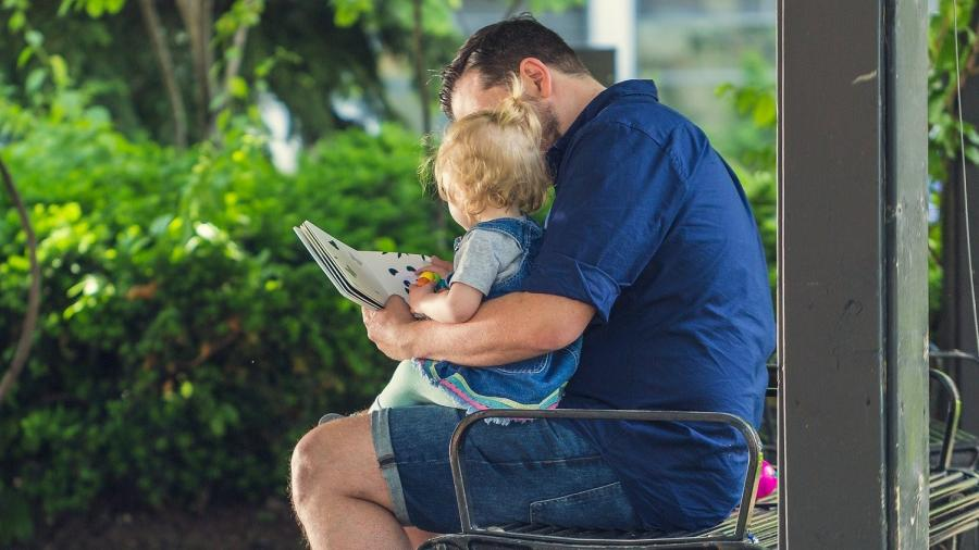 far læser med baby