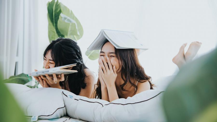 piger der læser